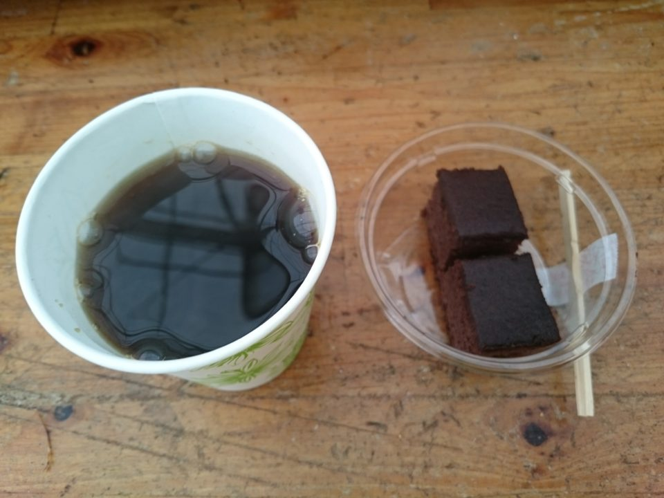 牡蠣小屋 服部屋 セルフコーヒー チョコケーキ