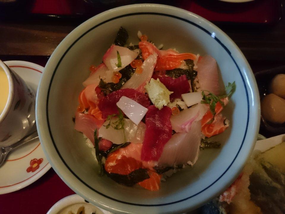 おおいり早良区 海鮮丼定食 天ぷら付き