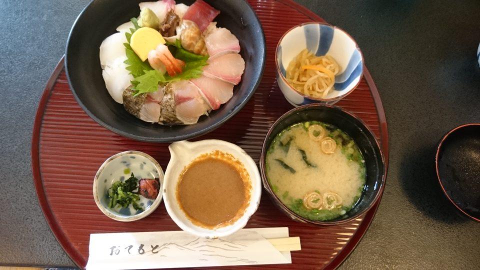 まむしの湯 海鮮丼