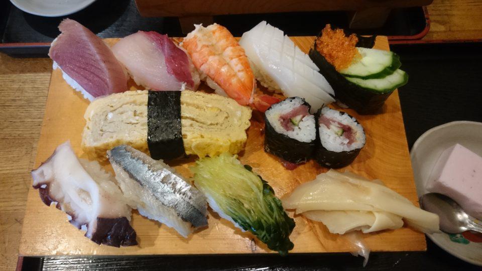 信国鮨 寿司定食の寿司