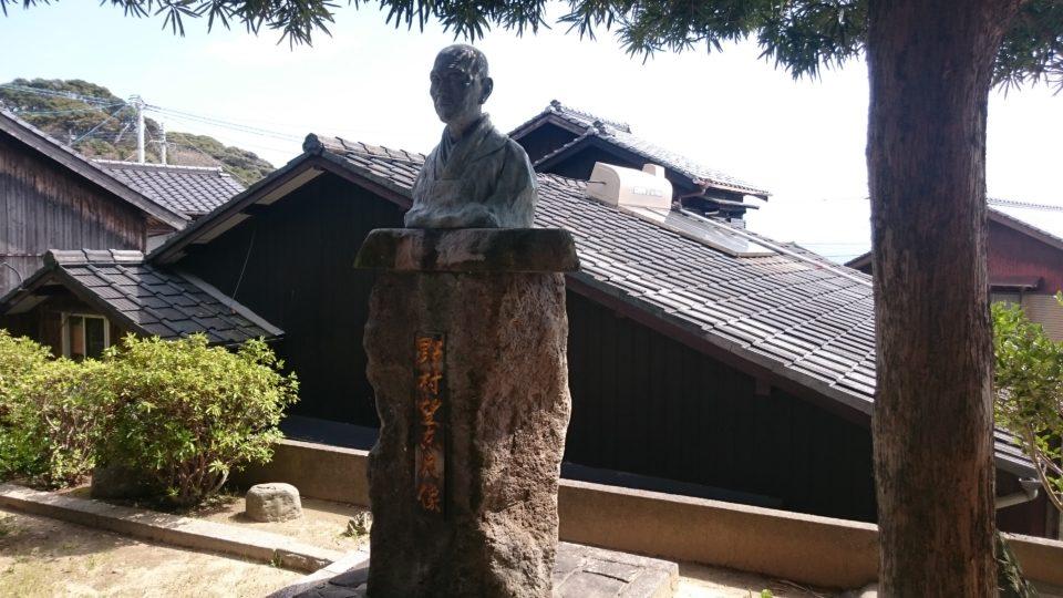野村望東尼 銅像
