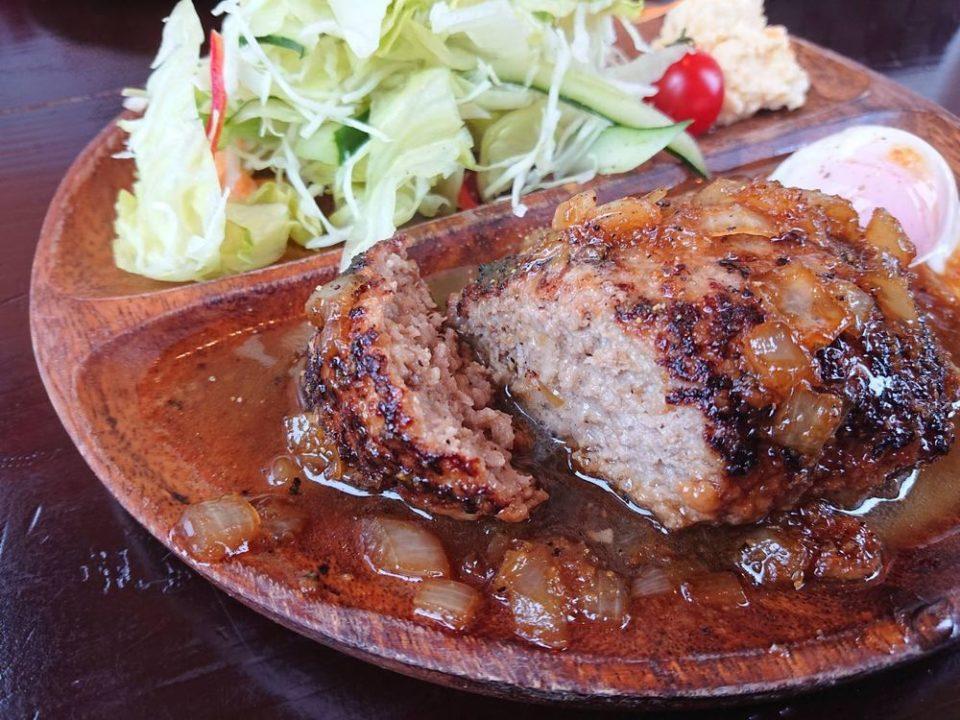 チャンプカフェ糸島 沖縄アグー豚と黒毛和牛ハンバーグ 断面