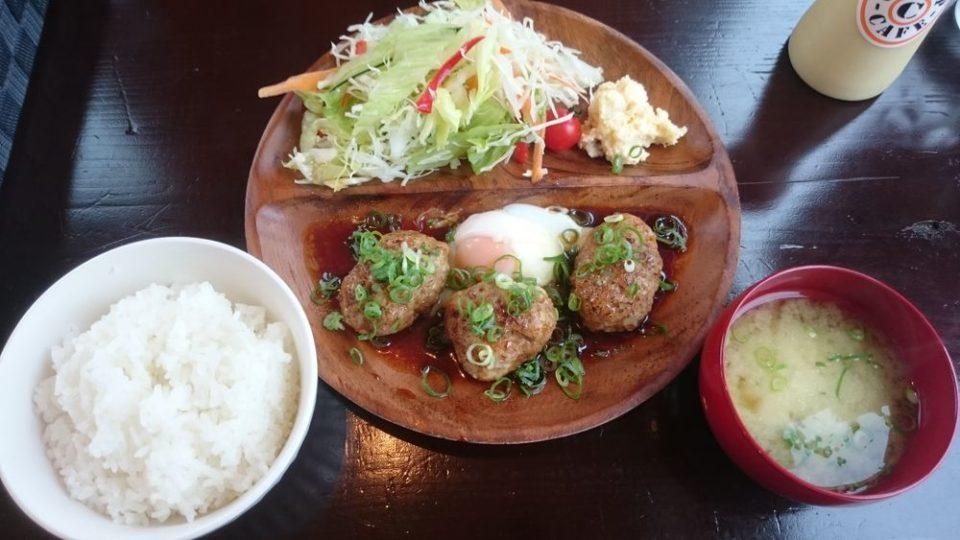 チャンプカフェ糸島 東京エックスと鶏のつくねバーグ