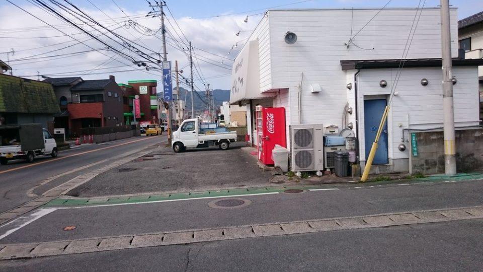 博多ラーメンげんこつ 駐車場店の前