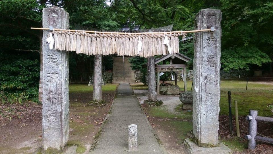 雷神社 注連柱(しめばしら)