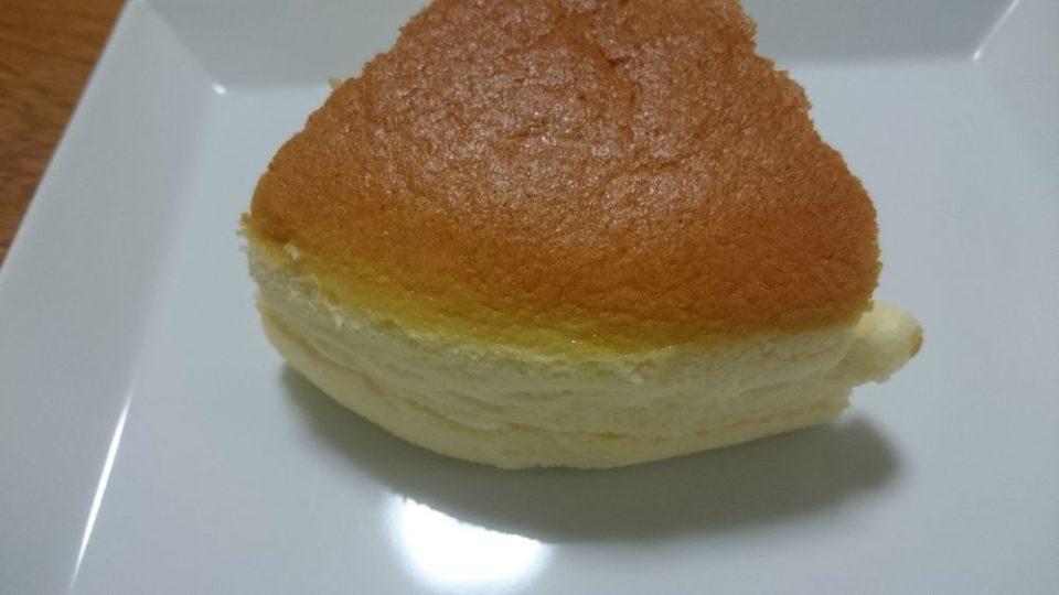 てつおじさんのチーズケーキ福岡次郎丸本店 チーズケーキ一切れ裏側