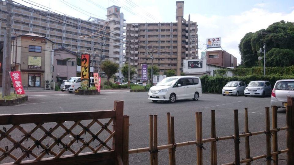 無添加うどんめい泉 駐車場