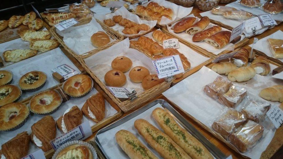 シモン野方店 店内のパン