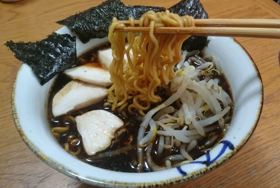 富山ブラックの麺