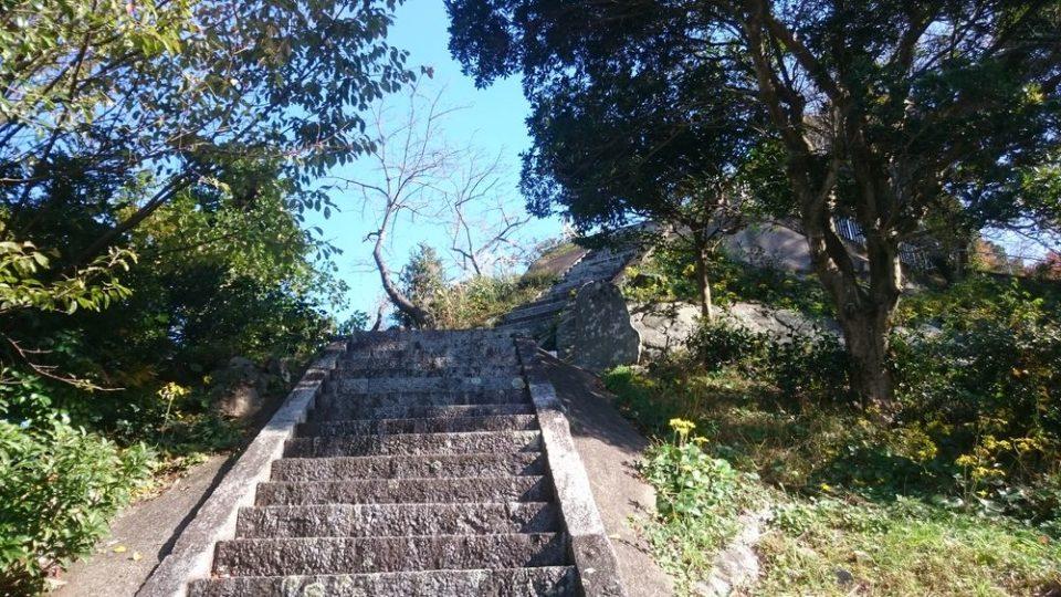 鎮懐石八幡宮 旧階段