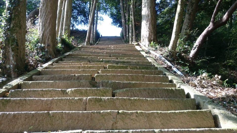 糸島 宇美八幡宮 階段が急