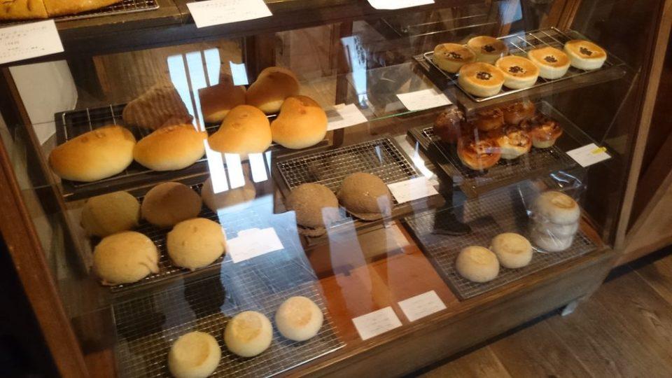 のたり 糸島 店内のパン