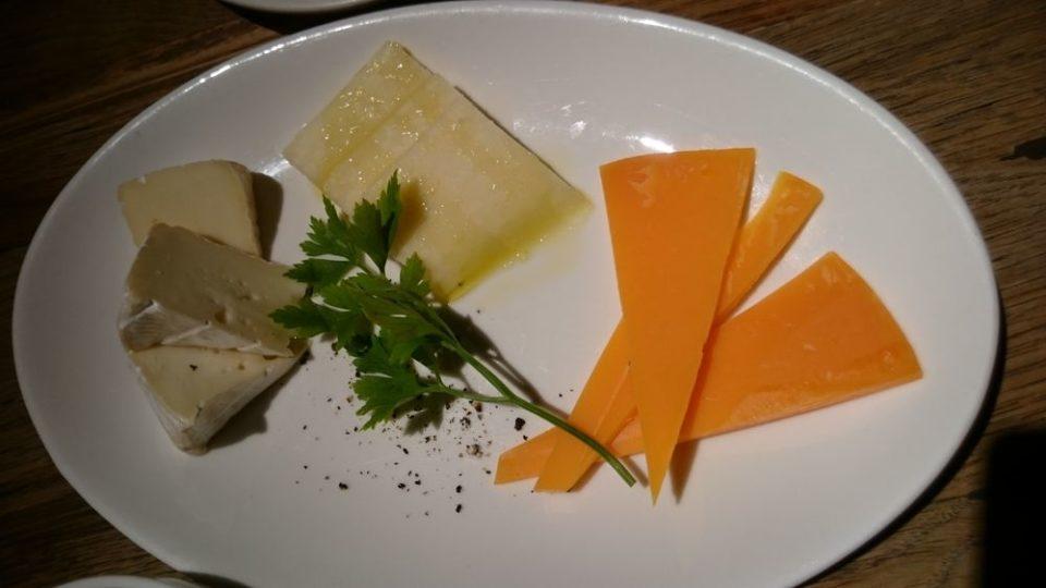 ニクテリアバルミチ今泉店 チーズ3種盛り