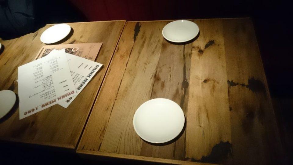 ニクテリアバルミチ今泉店 テーブル