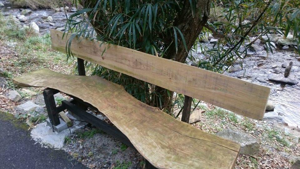 蕎波人(そばんど)前のベンチ