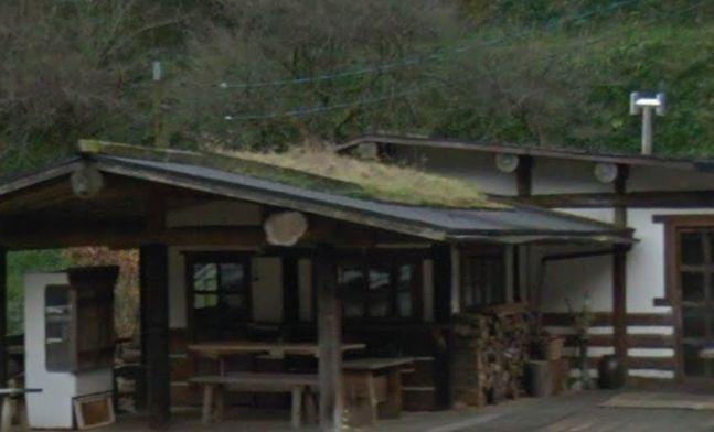 屋根に花壇のある店 屋根に花壇