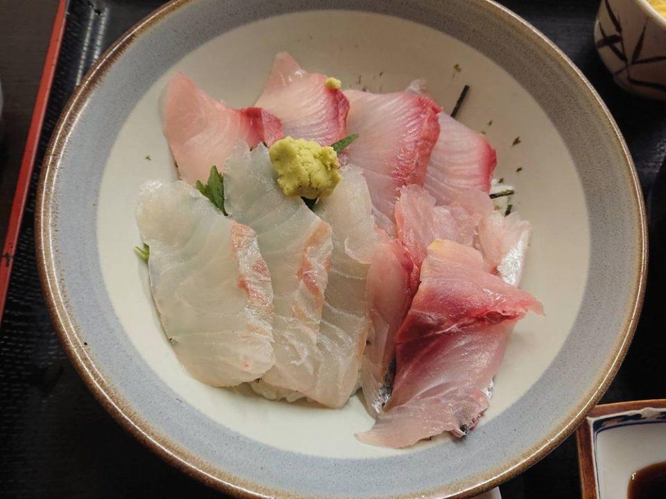 博多魚がし 西側食堂街店 海鮮丼アップ