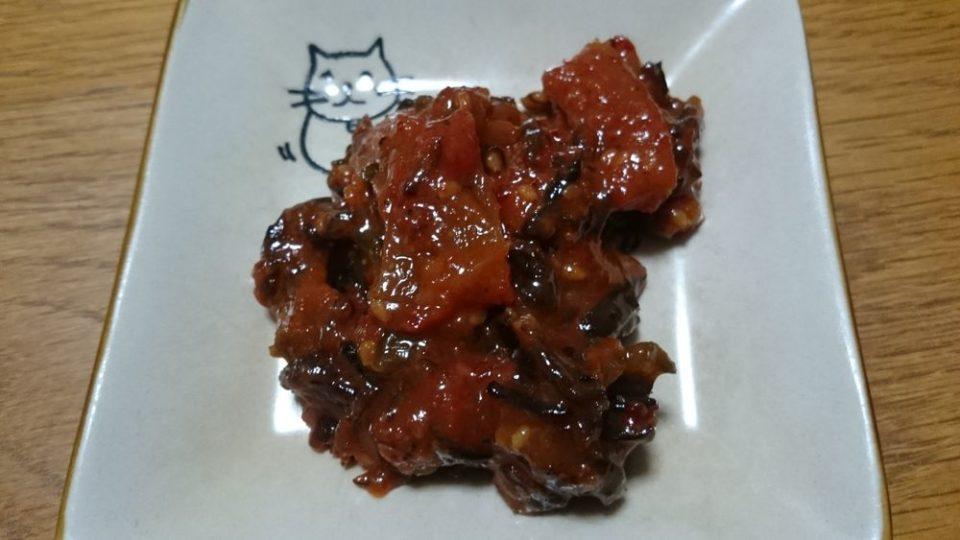 ピリ辛ゴーヤー 中身と猫の皿