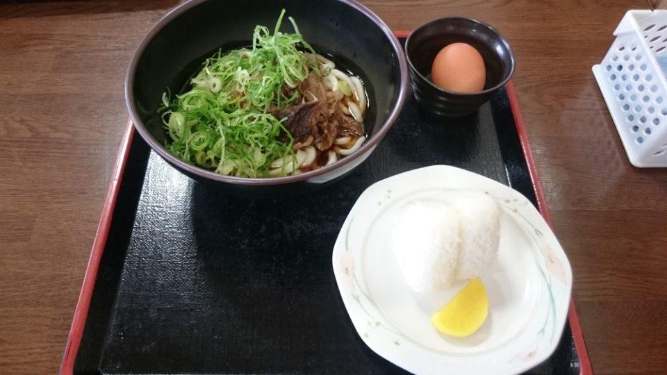 伊都菜彩 まるいとうどん すき焼き風うどんと白おにぎり