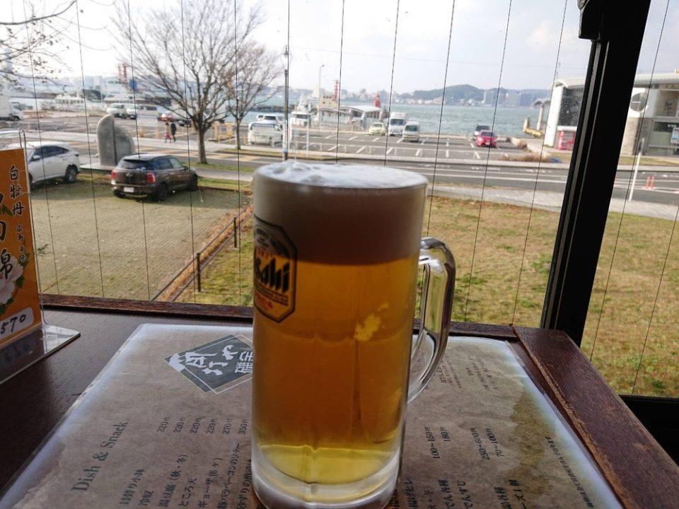 角打ち屋磯金(門司港)ビールと景色