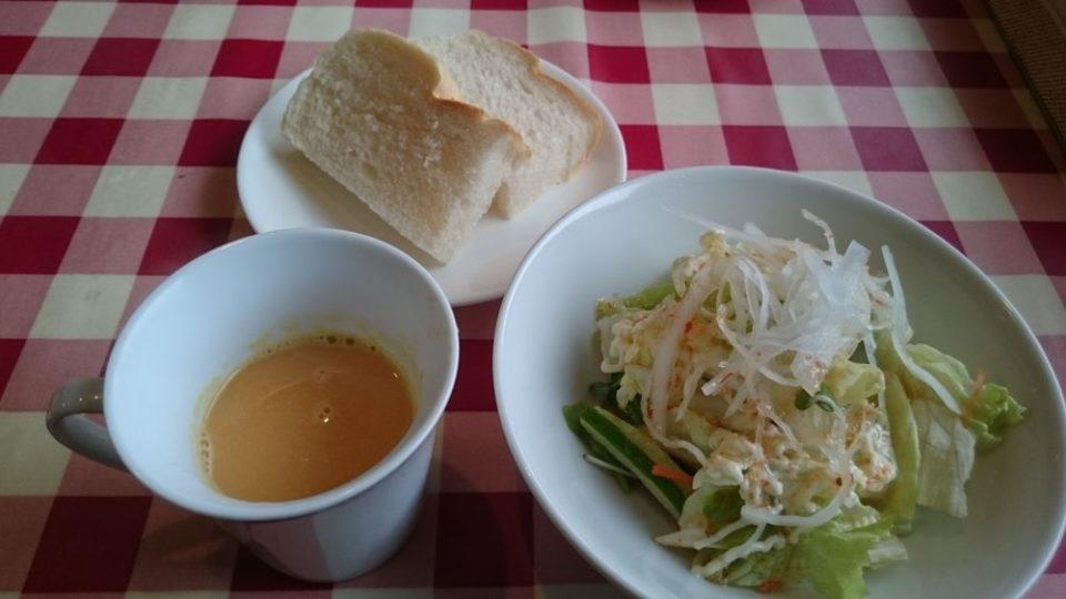 パスタ屋【早良区田村】サラダとスープとパン