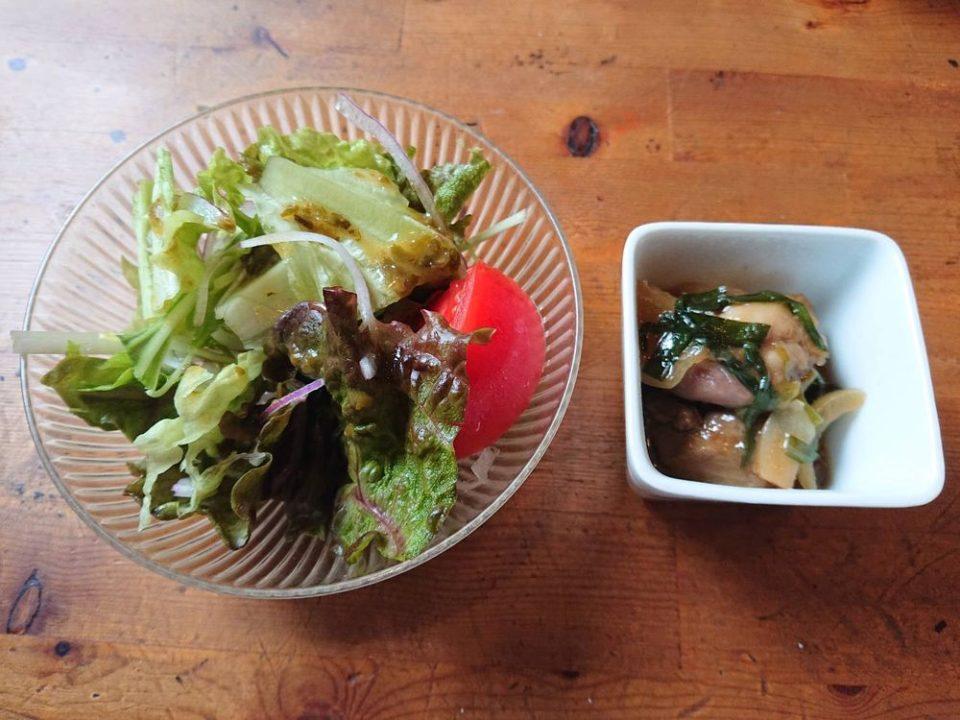 スマイルキッチン 有田 サラダと鶏レバーのごった煮