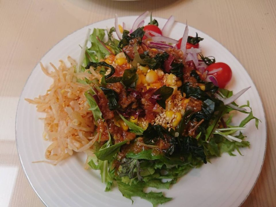 千草ホテル レストラン サラダ