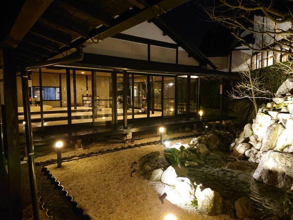 那珂川清滝 中庭から休憩室