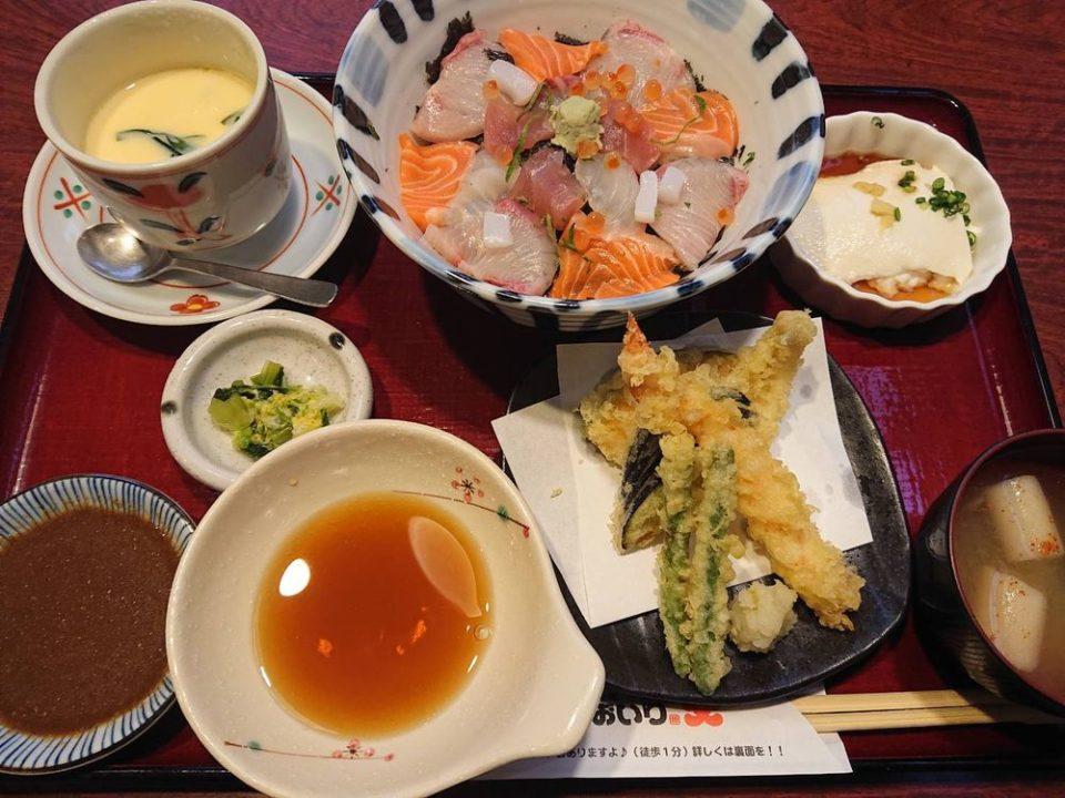 おおいり 有田店 海鮮丼定食